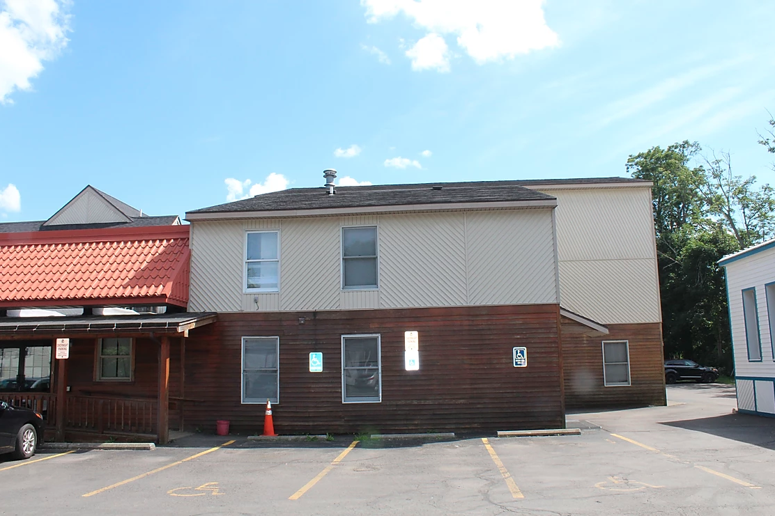student apartments near suny cortland exterior with parking lot parking from sap properties